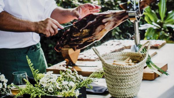 catering eventos privados con cortador de jamón